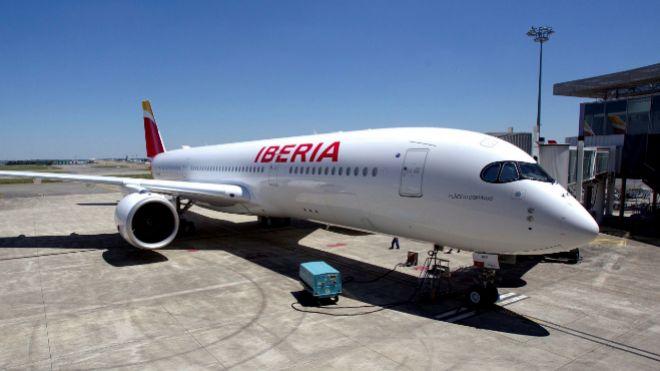 Iberia ata la paz laboral con los pilotos