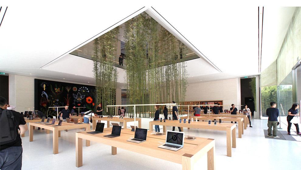 Vista interior de la nueva tienda de Apple en Macao, China.