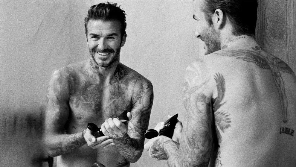 Adicto a la tinta, el exfutbolista David Beckham cuenta con una línea...
