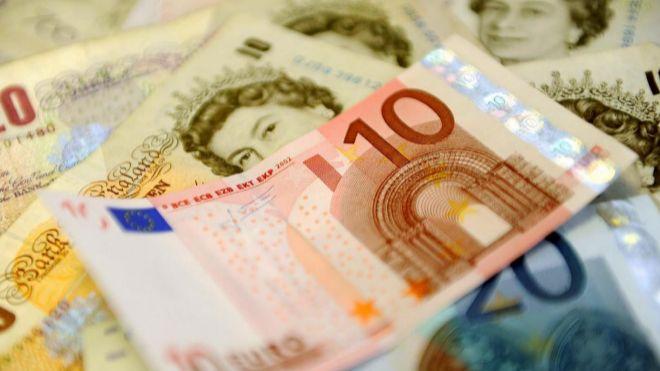El euro y la libra se acercan a mínimos del año frente al dólar