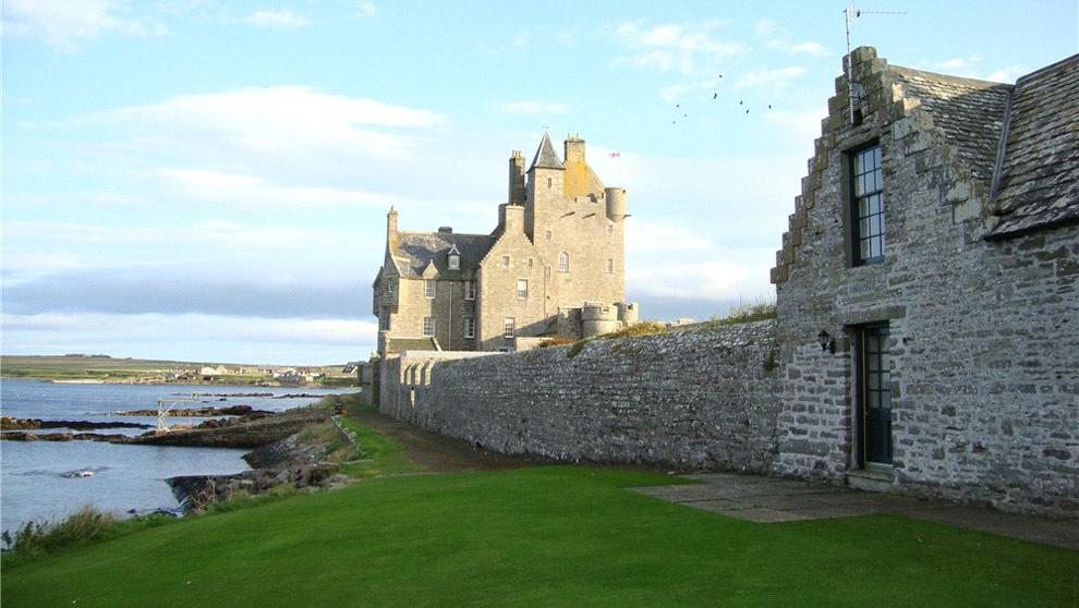 Ackergill Tower es uno de los castillos más antiguos de Escocia. Se...