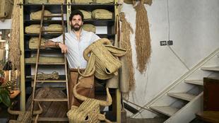 El extremeño Javier S. Medina, 41 años, en su espacio de trabajo, en...
