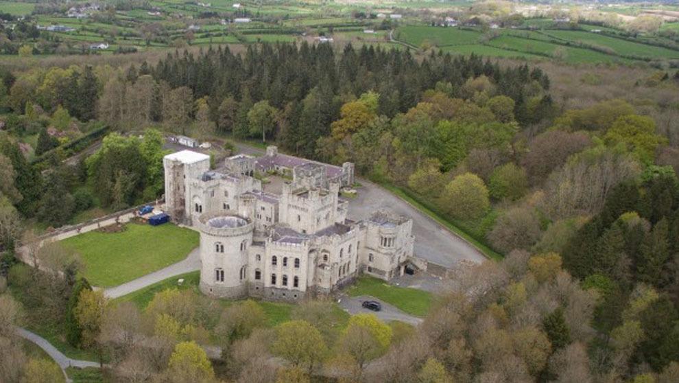 Gosford Castle en Irlanda del Norte es el escenario donde se recrea el...