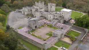 vista aérea del Gosford Castle.
