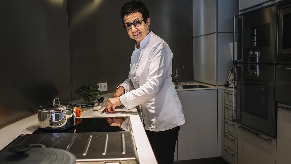 Ruscalleda, 66 años, fotografiada en la cocina de su casa en San Pol...