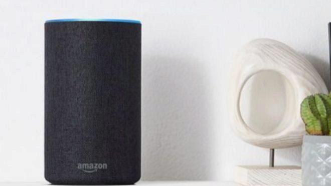 nuevos altavoces inteligentes Echo de Amazon con el asistente virtual...