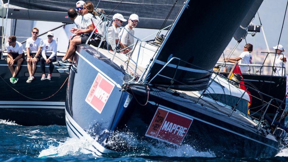 El Rey Felipe VI entrenando el domingo a bordo del Aifos 500.
