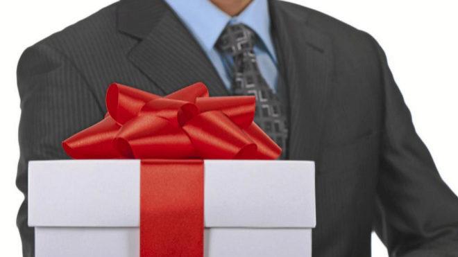 Cómo hacer un regalo a un cliente sin que sea un soborno