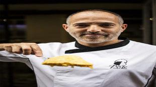 García Ponte, con un pincho de su tortilla., al estilo de Betanzos....