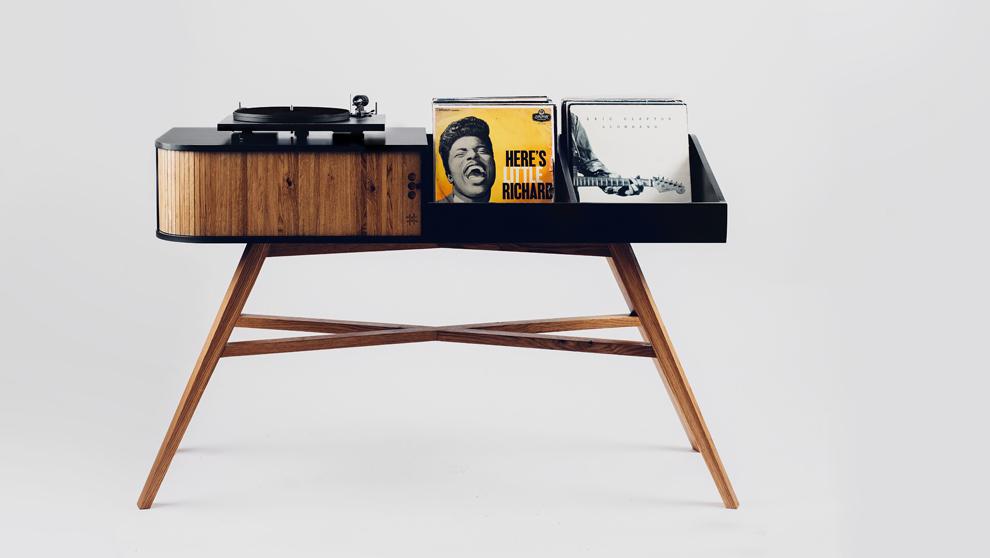 La mesa de vinilo de HRDL combina madera de roble con tablones de...