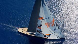 """El """"Aglaia"""" navegando con su """"spinnaker"""" de 3.600..."""