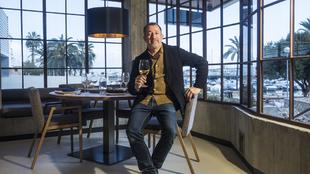 El emprendedor, 52 años, en su restaurante La Rosa del Mar, en Palma...