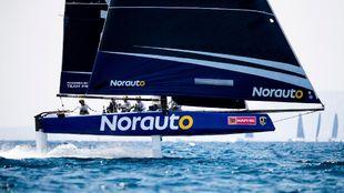 El GC32 Norauto, navegando en la bahía de Palma.