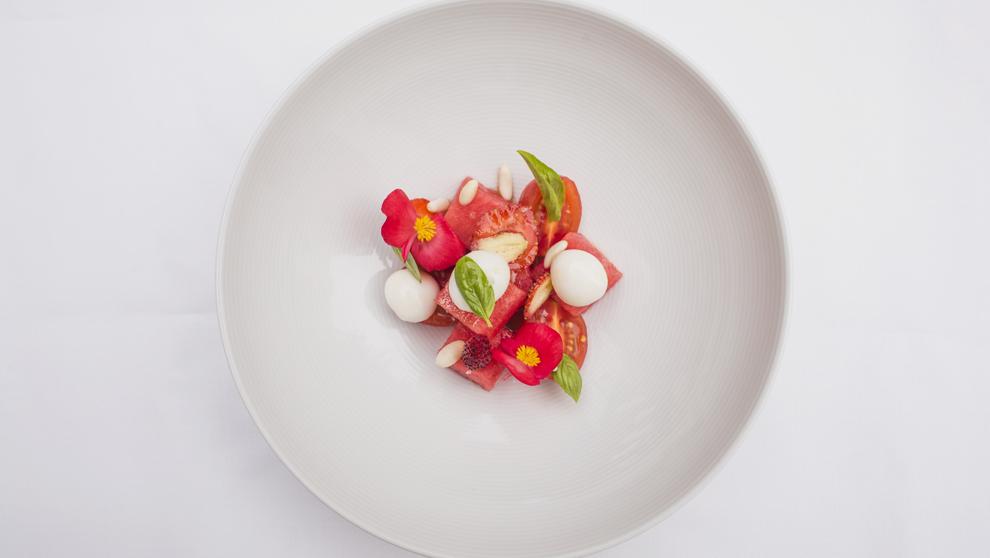 Ensalada de sandía, tomate y fresas. Es la propuesta de entrante de...