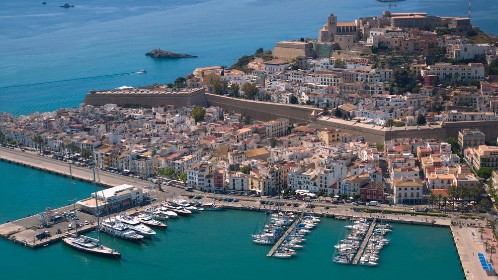 Ibiza Magna ofrece 85 amarres a los pies de Dalt Vila, en el centro...