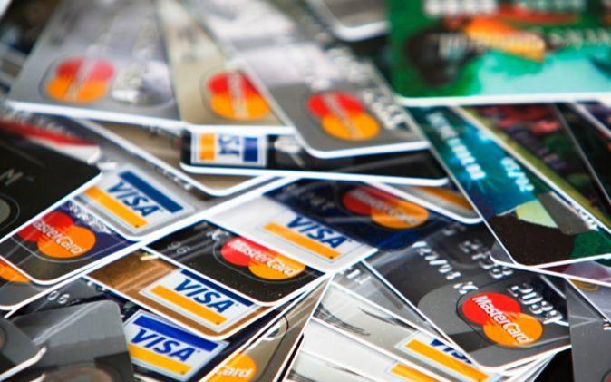 ¿Qué seguros de viaje incluyen las tarjetas bancarias?