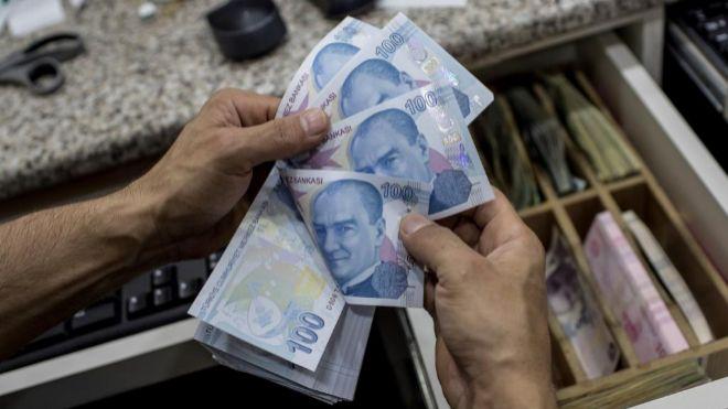 Peso se contagia de aversión global al riesgo de la lira turca