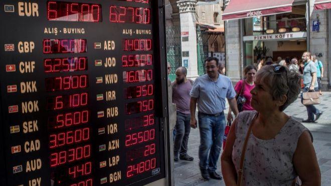 El peso mexicano resiente el desplome de la lira turca
