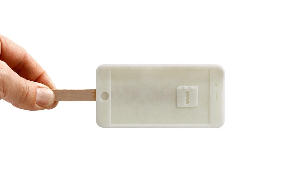 IcePhone, el helado en forma de móvil by Jordi Roca. Disponible en...