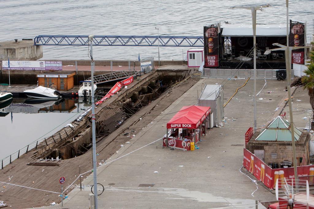 Más de 310 heridos, cinco graves, tras ceder el suelo en O Marisquiño (Vigo), concierto de entrada libre. 15341517494949