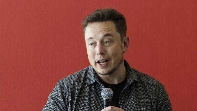 Elon Musk cuenta con Arabia Saudí para excluir de bolsa a Tesla