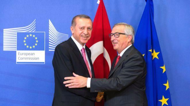 Catar sale al rescate de Turquía con una inyección de miles de millones de dólares