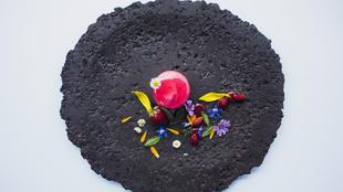"""""""Mousse"""" de fresa y flores by Les Cols."""