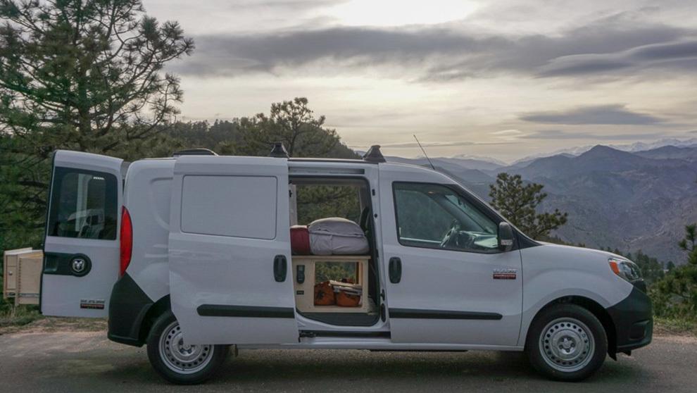 Así es la furgoneta convertida en autocaravana obra de Contravans.