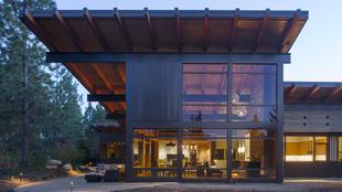 La casa diseñada por Coates Design Architects capaz de soportar un...