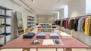 Tienda oficial de Aspesi en Madrid, ubicada en la Calle Jorge Juan...