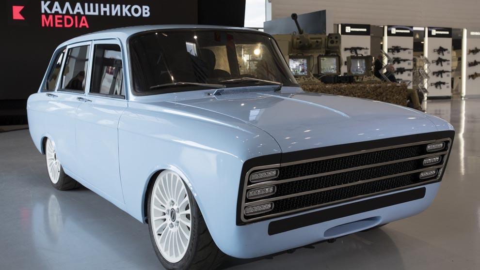 Es un automóvil copacto vbasado en el IZH 2125 de los años setenta.