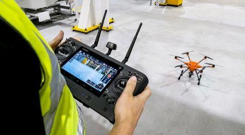 Dron utilizado por Ford en su fábrica de motores en Reino Unido.