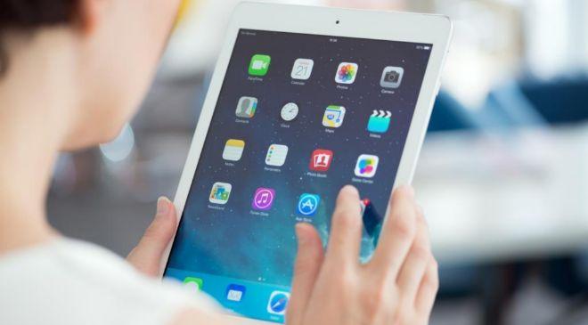 El récord de ventas del iPad, con 26 millones de unidades, fue en el...