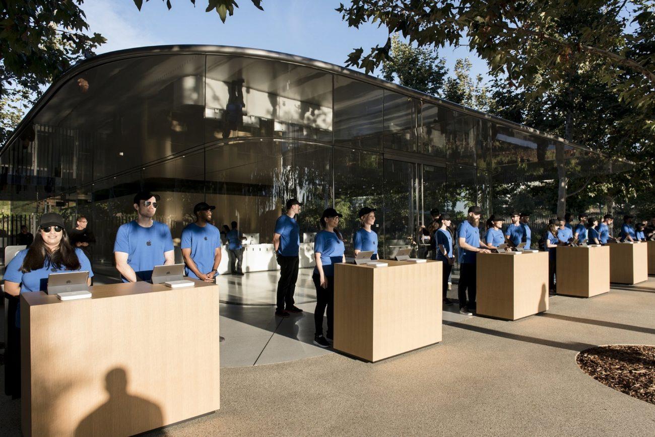 Todo listo para el ingreso de los asistentes al Teatro Steve Jobs en...