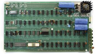 El ingeniero Corey Cohen ha restaurado este Apple I respetando las...