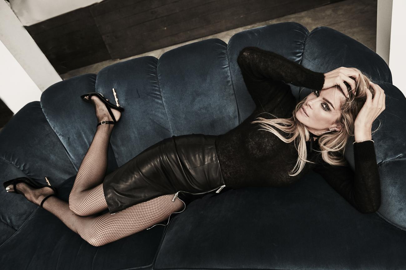 Jersey, de Max Mara, precio: 349 euros. Falda de cuero con apertura,...