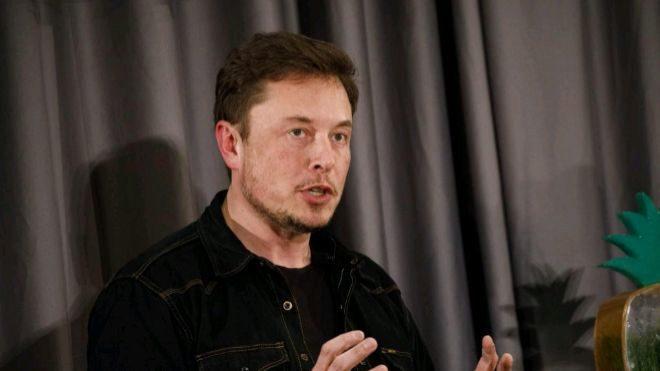 Musk se aferra a la presidencia de Tesla