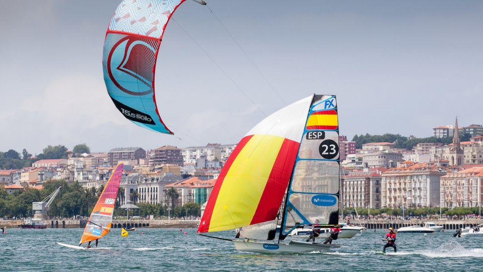 Uno de los duelos disputados en la bahía de Santander, durante la...