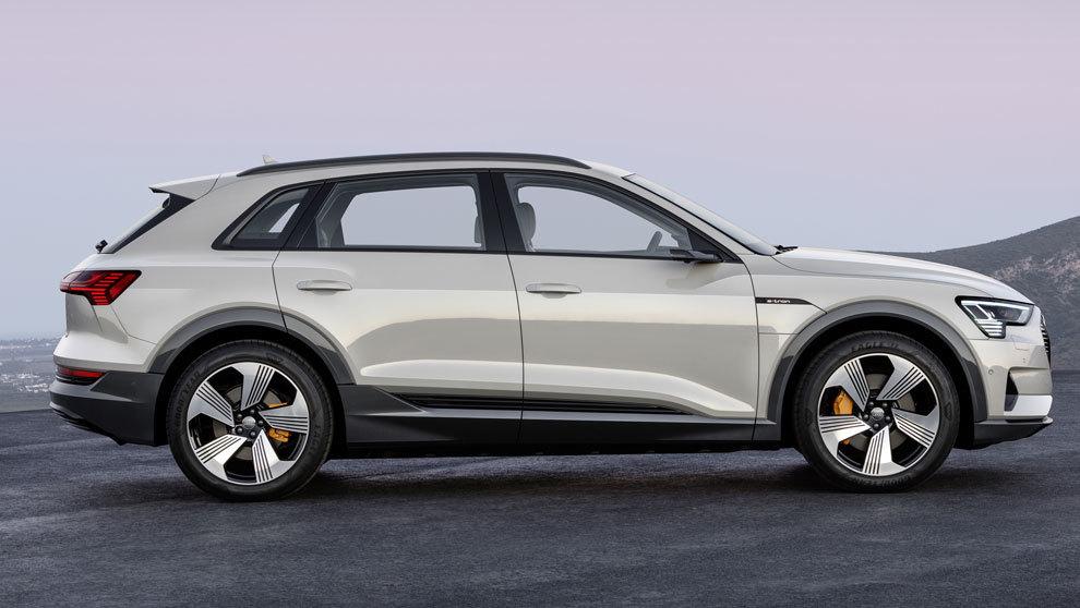 El nuevo Audi eléctrico e-Tron tiene dos motores en cada eje....