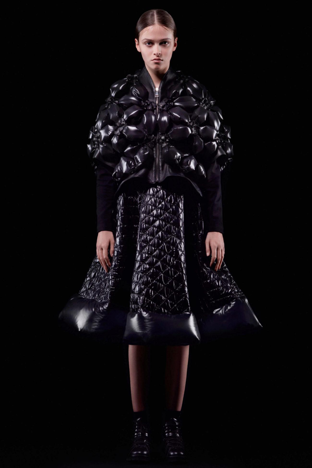 El creativo de Comme des Garçons ha trabajado los tejidos según el...