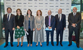 De izquierda a derecha, Carlos Torres, consejero delegado de BBVA;...