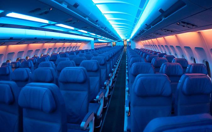 Los asientos estrechos en clase económica ya no son características...