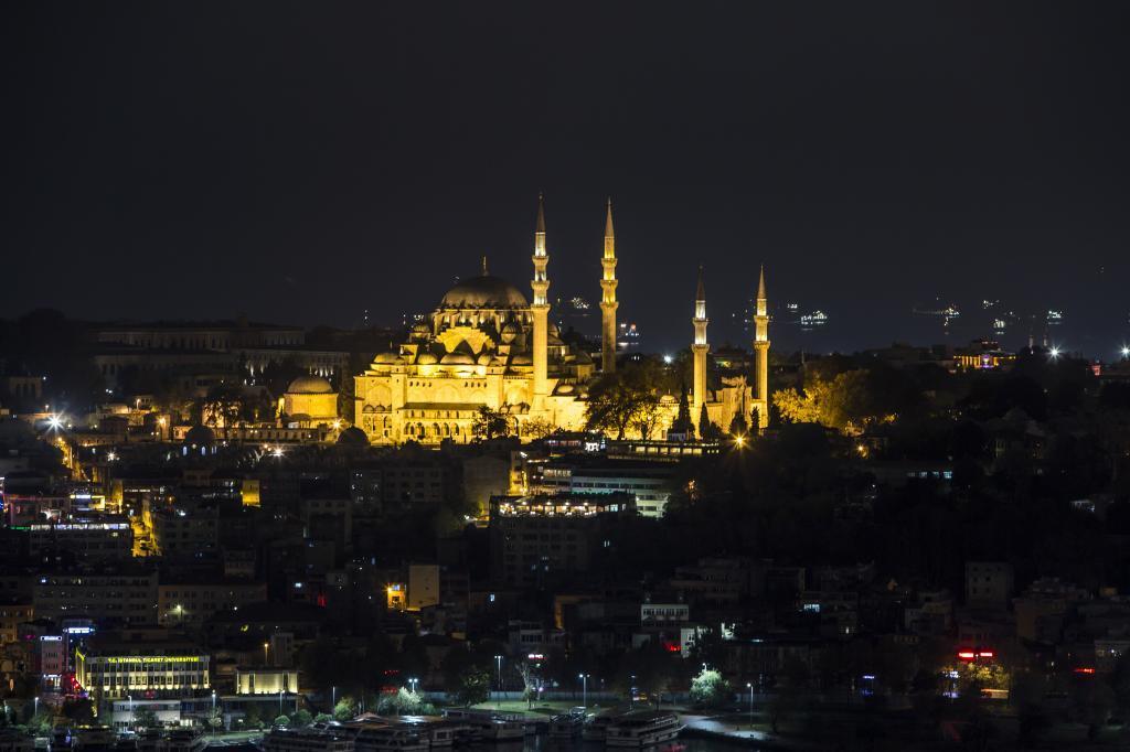 La ciudad que se eleva entre dos continentes es el destino con el...