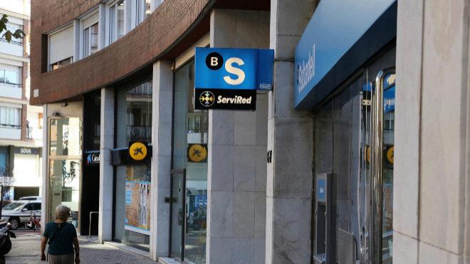 Scope ve margen para fusiones en la banca espa ola con el for Oficina de empleo sabadell