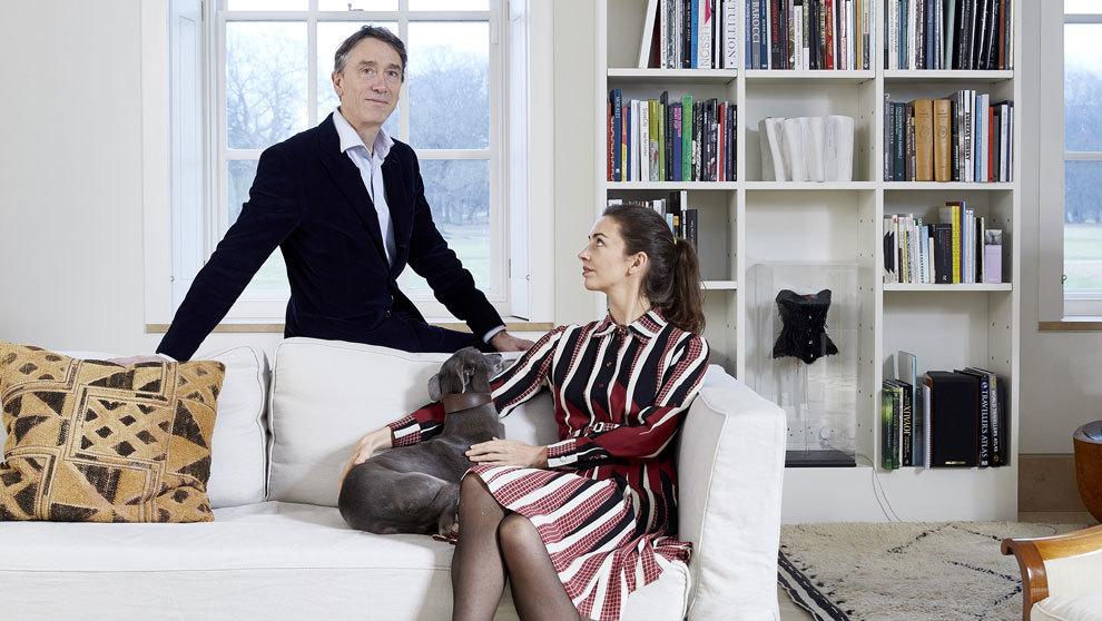 Cholmondeley, 58 años, junto a su mujer, Rose Hanbury, fotografiados...