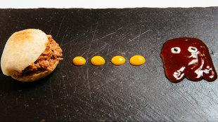 Este mini mollete con carne de cerdo, salsa barbacoa, ajo y especias...