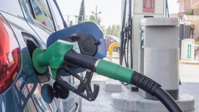 El precio de la gasolina y el gasóleo sigue su escalada y toca un nuevo  récord desde octubre de 2014 54b6b7fd4c5