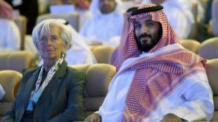 La presidenta del FMI, Christine Lagarde, y el príncipe heredero...