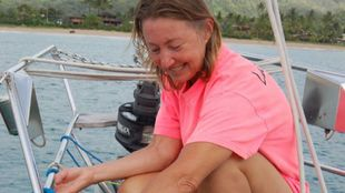 Jeanne Socrates, durante una de sus travesías a bordo del...