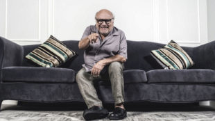 DeVito, 73 años, fotografiado en el Hotel María Cristina de San...